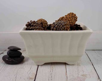 White ceramic planter,USA 606,white planter,pottery,flower pot,flower pots,mid century pot,planter,ceramics and pottery,white pottery,