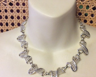 Vintage 1950's rhodium metal chain links necklace.