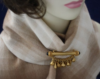 Distinctive vintage Oscar De La Renta Brooch/Pin