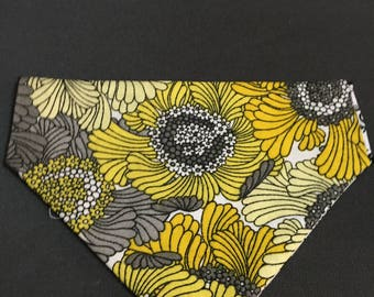 Extra Small over the collar reversible dog/cat bandana with yellow flowers on one side and color yourself fabric on other side