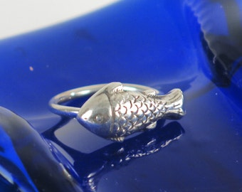 Fine Silver Fish Petite Spirit Ring, Size 5 Fine Silver Fish Ring, Symbol of Intuitive Instinct Ring, Fine Silver Fish Ring Gift