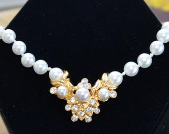 "Pretty Vintage Faux Pearl, Rhinestone Pendant Necklace, Gold tone, 16""-19"" , Wedding Necklace (AE1)"