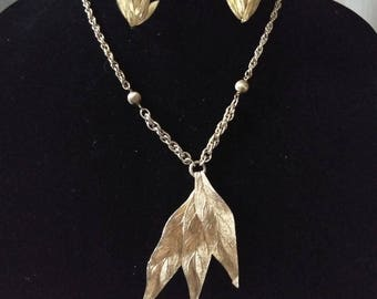 Mid century modern golden leaf necklace and earrings