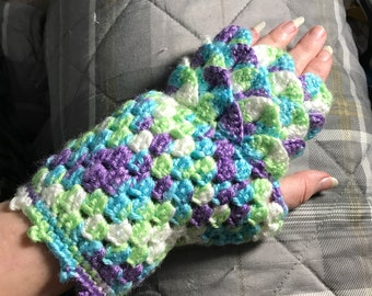 Short Dragon Scale Fingerless Gloves
