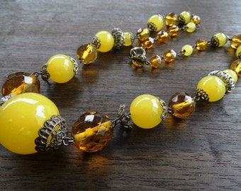 Vintage Art Deco 1930s Ladies Czechoslovakian Yellow Glass and Amber Plastic Beaded Necklace FREE POSTAGE