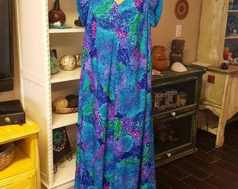 Vintage 1960's/70's Lauhala Hawaiian Dress
