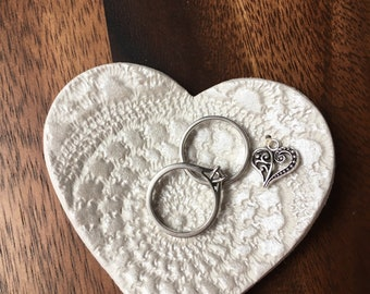 Small clay ring/trinket dish, with filigree heart charm - pearl