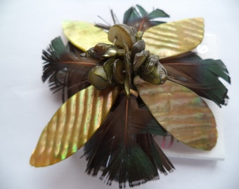 Fabulous Unsigned Beige Mother of Pearl/Feather  Brooch/Pin
