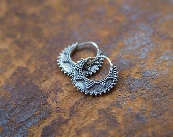Earrings Silver Plated Hoops Dots / Boucles d'oreilles Créoles Points en Laiton