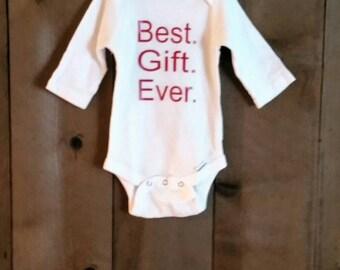 Best Gift Ever Onesie.  Christmas  onesie. Seasonal gift. Seasonal onesie.  New baby onesies. New baby gift.  Christmas onesie for babies.