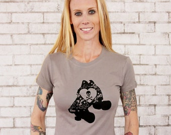 Roller Derby Speed Skate T Shirt, Skull  and Crossbones, Derby Girl, Ladies Graphic Tee, Screenprinted by hand, Warm Grey, quad rollerskate