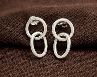 1 pair of 925 Sterling Silver Interlocking Circular and Oval Stud Earrings. Polish Finished  :er1137