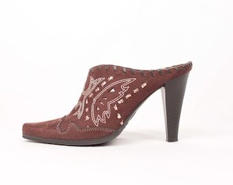 western embroidered mules // faux suede // sz 5.5