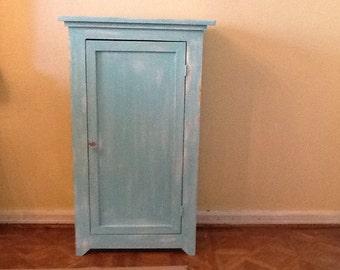Space efficient cabinet