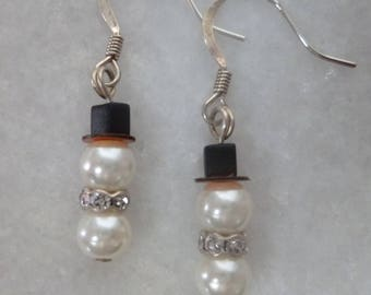 Snowman Earrings made with Swarovski Pearls, Swarovski crystal for hat and neck