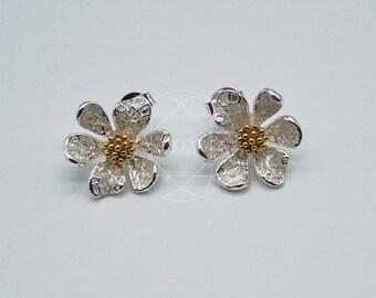 White Daisy flower Earrings