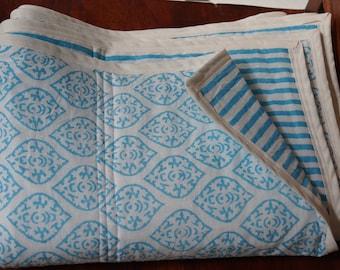 Série Ciel 1: Petit plaid pour lit d'enfant, environ 110cmx150cm (43x59 pouces). Cotons indiens imprimés, molleton en coton intérieur.