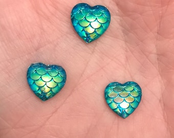 25/50 Mermaid / Dragon / Fish scale heart cabochons 12mm x 12mm Blue/Green