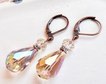 Norine - boucles d'oreilles en forme de larme de cristal couleur champagne - cristal irisé - cuivre boucles d'oreilles