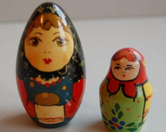 Non Nesting Wooden Russian Dolls ~ Set of 2 ~ Vintage