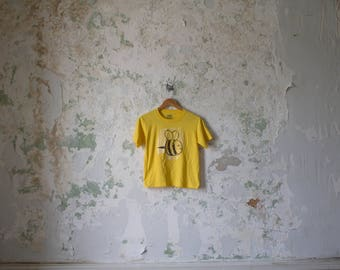 Vintage Bumble Bee Tshirt Tee Shirt T-shirt Crop Yellow Small Iron On