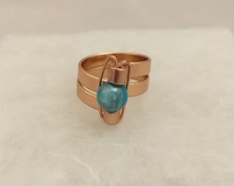 Size 7.5 wire ring with aqua bead