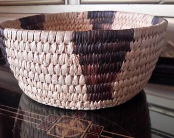 NATIVE AMERICAN Basket Tohono O'odham Hand Crafted Woven Geometric Pattern Basket Yucca Devils Claw Southwest Usa