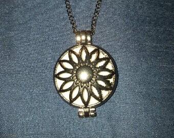 Essential Oil Diffuser pendant necklace - flower