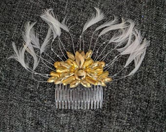 Gold and white feather & metallic hair comb