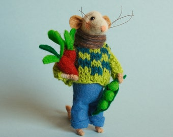 Needle felted mouse with peas and carrots. felt mouse. Dollhouse mouse. Felting dreams. Ornament. Mouse Gardener. Gift.  home garden decor
