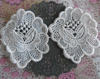 Lace applique pink ecru polyester for customization of 8.50 cm wide (x 2 flowers).