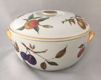ROYAL WORCESTER EVESHAM pattern, Covered Casserole, Kitchen Decor Porcelain Fruit Pattern Made in England