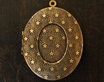 Oval Brass Locket - Stars Texture Design - Antique Gold Finish - Perfect for DIY Photo and Art Jewelry