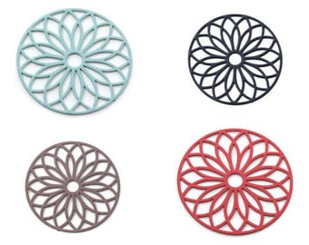 5, 10 or 20 print round flower 24mm turquoise (blue), black, Brown or coral (orange/red) - filigree charm pendant