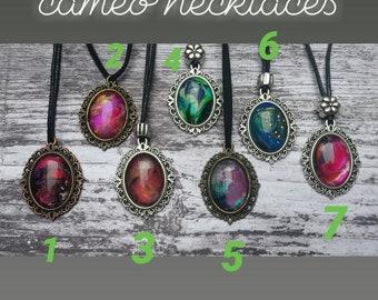 Handpainted cameo necklaces/ handbemalte cameo ketten