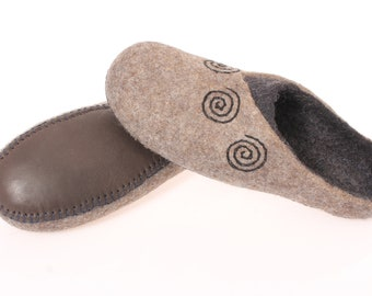 Wool felted slippers with leather sole,wool clogs for men women, leather felt shoes Men's women's home shoes, natural wool slippers