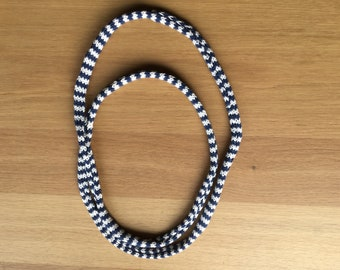 Knitted necklace, blue/white.