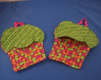 Childs Cupcake Oven Mitt Set
