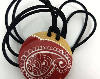 Paisley necklace white over red