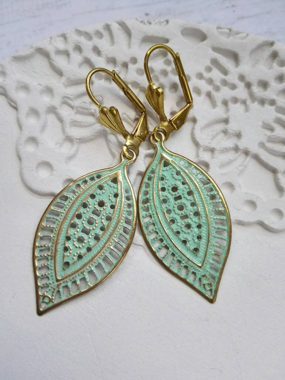 Leaf earrings Gold brass patina Boho style filigree Spring green leaf vintage fashion jewelry gift for girlfriend mother sister mum