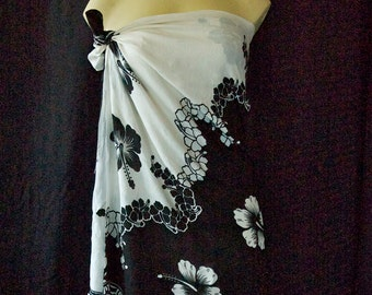 Sarong Black & White Sarong with Hibiscus Flowers