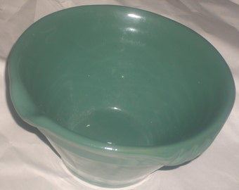 Vintage farmhouse pottery batter-gravy bowl