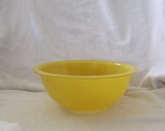 Vintage Pyrex Primary Yellow 1 1/2 Qt Bowl W/Clear Bottom