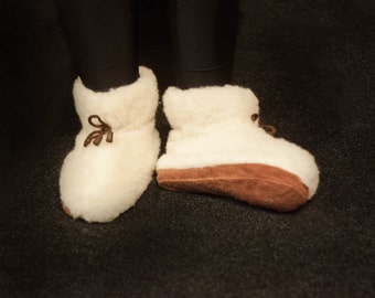 Sheepskin Slippers, Christmas Gift, Women's Slippers, Gift for her Warm slippers, Home shoes. LoveKnittings