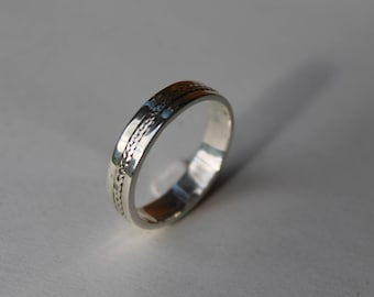 Mans/Womans Silver Band Ring With Plait Design.