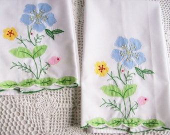 Vintage Fingertip Cotton Towels Shabby Cottage Applique Floral  Pair of Tea Towels