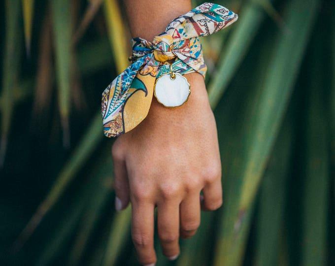 Safari pattern + Classic pearl charm