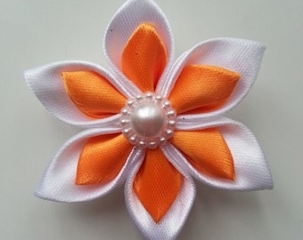 fleur double satin blanc et orange 50mm