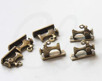 8 Pieces Antique Brass Tone Base Metal Charms-Sewing Machine 20x14mm (17305Y-V-114)
