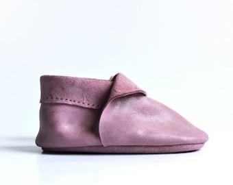 Baby girl leather moccasins, Baby girl shoes, Baby girl slippers, Pink baby shoes, Soft sole baby shoes, Baby booties, Baby girl gift